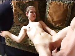 Porno húmedo-Nina Alba se sumerge en un señora mexicana xxx charco de orina